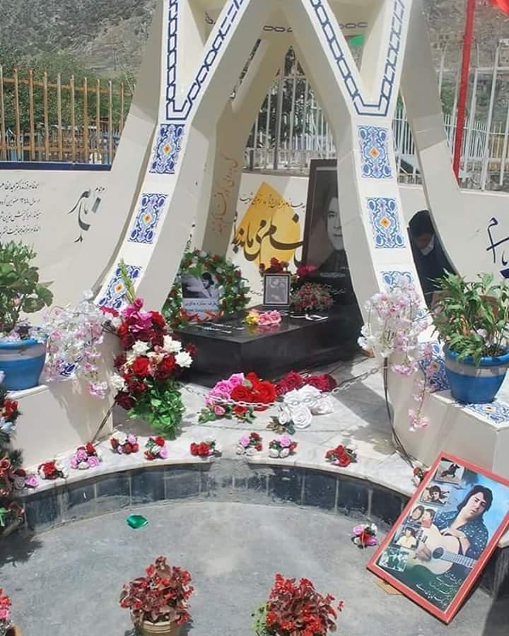 مزار احمد ظاهر بعد از باز سازی توسط علاقه مندان هنر وی